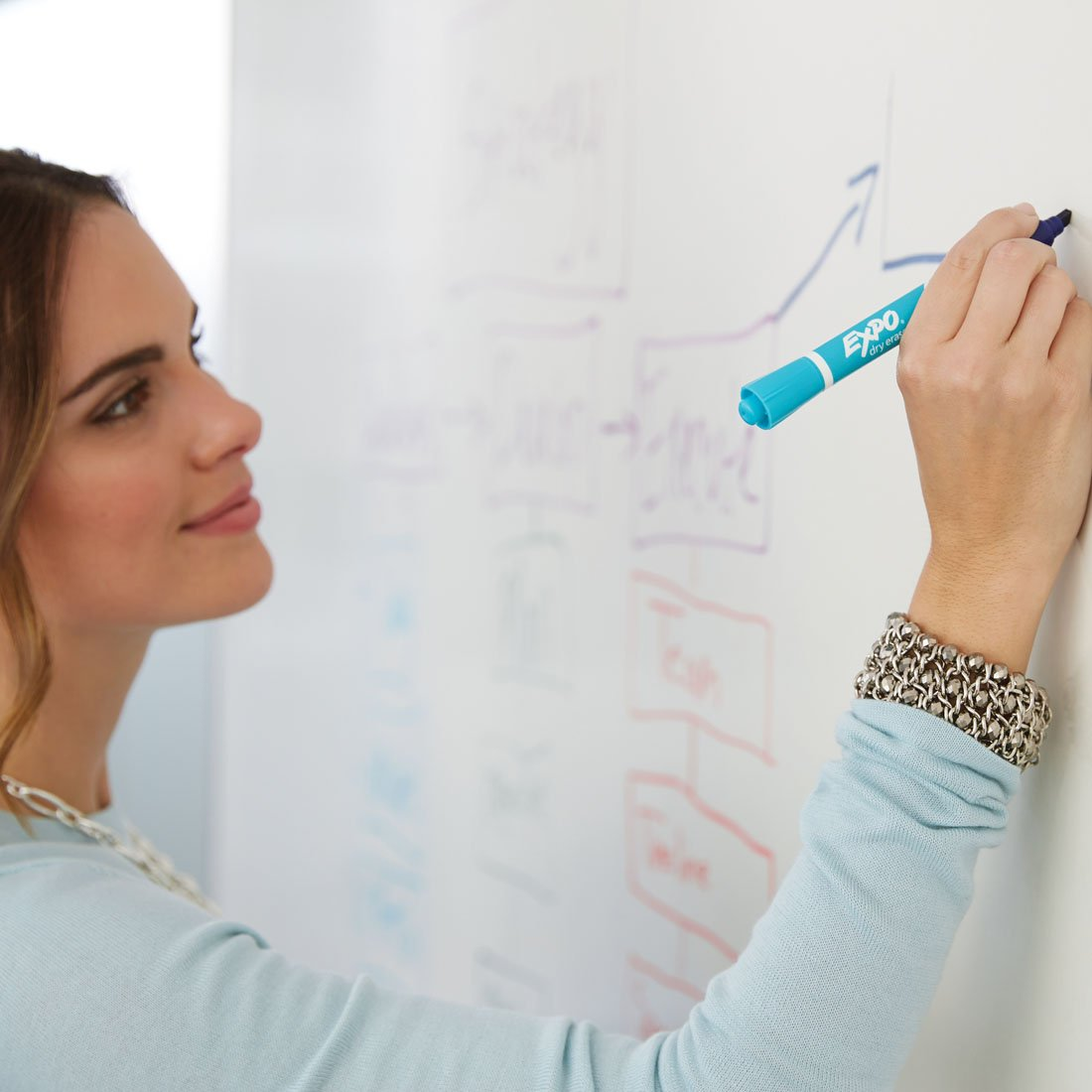 woman-working-at-whiteboard-with-expo-2in1-marker.jpg
