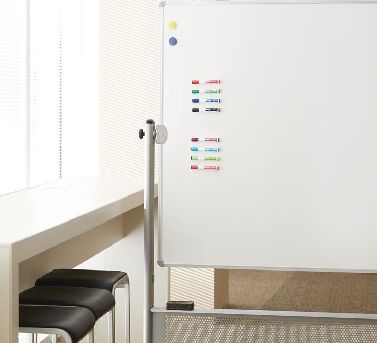 magnetic-expo-markers-on-whiteboard.jpg